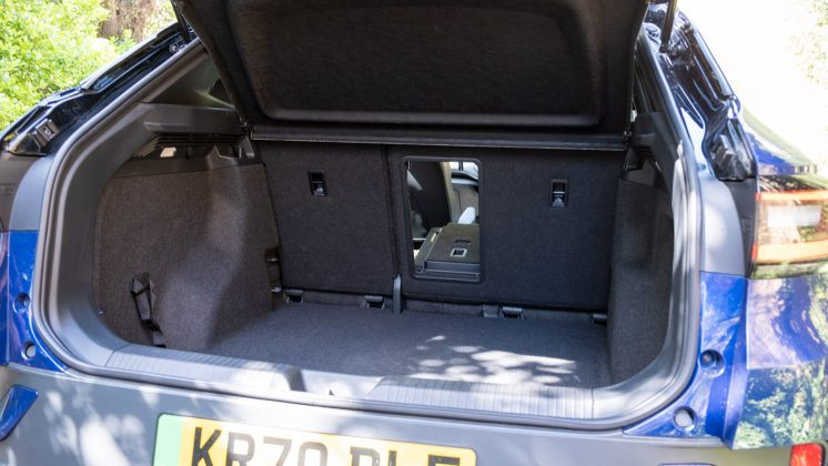 Volkswagen ID.4 rear middle seat down
