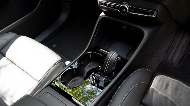Volvo XC40 Recharge Twin centre console