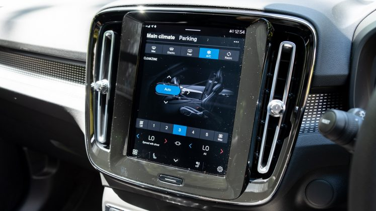 Volvo XC40 Recharge Twin climate controls