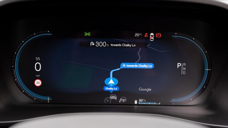 Volvo XC40 Recharge Twin cluster maps