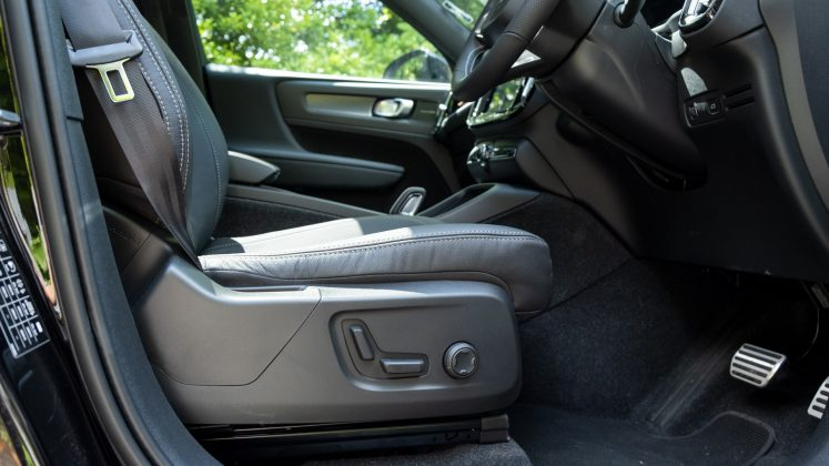 Volvo XC40 Recharge Twin electric seat