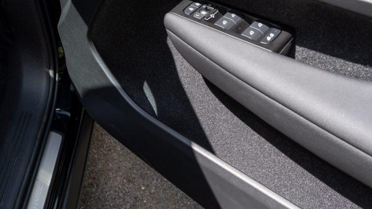 Volvo XC40 Recharge Twin front door compartment