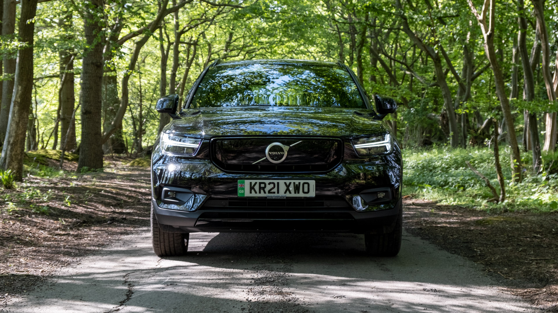 Volvo XC40 Recharge Twin front looks