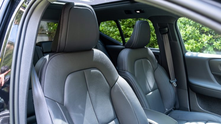 Volvo XC40 Recharge Twin front seat