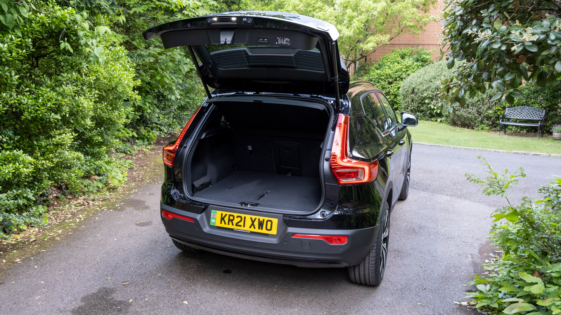 Volvo XC40 Recharge Twin hatchback
