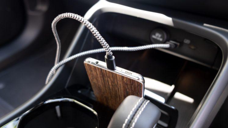 Volvo XC40 Recharge Twin phone charge