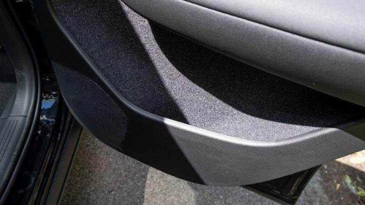 Volvo XC40 Recharge Twin rear door compartment