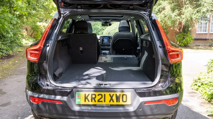 Volvo XC40 Recharge Twin seat down