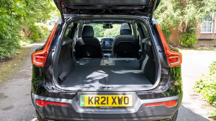 Volvo XC40 Recharge Twin seats down
