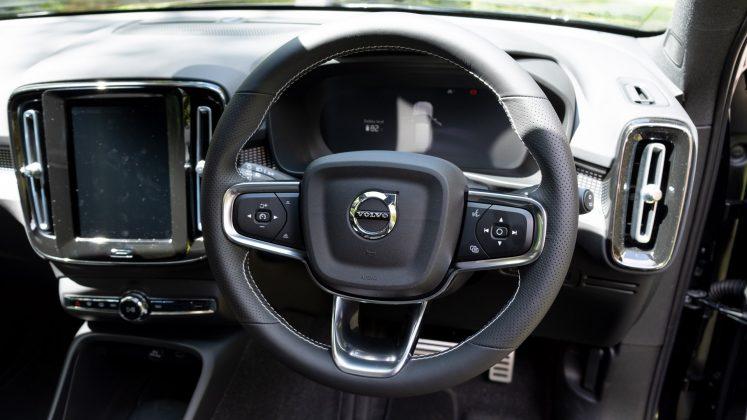 Volvo XC40 Recharge Twin steering wheel