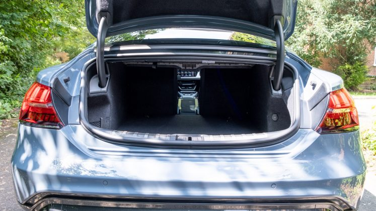 Audi e-tron GT middle seat