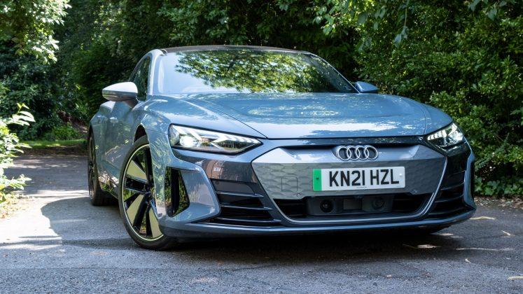 Audi e-tron GT side front