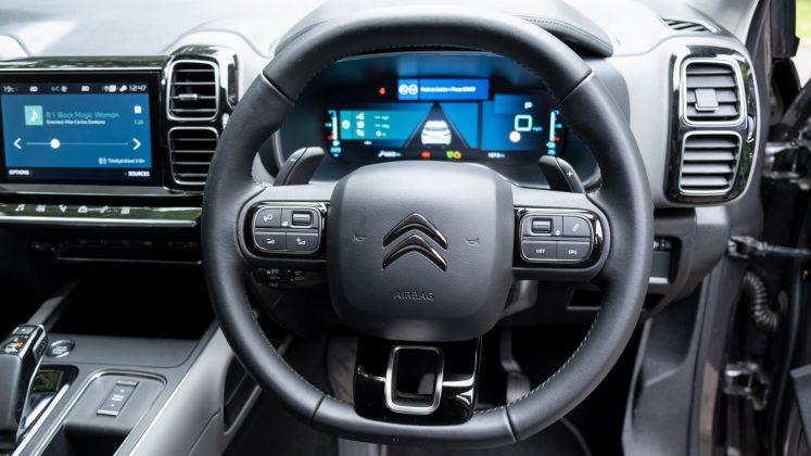 Citroen C5 Aircross Hybrid steering