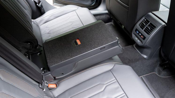 Cupra Formentor rear middle seat