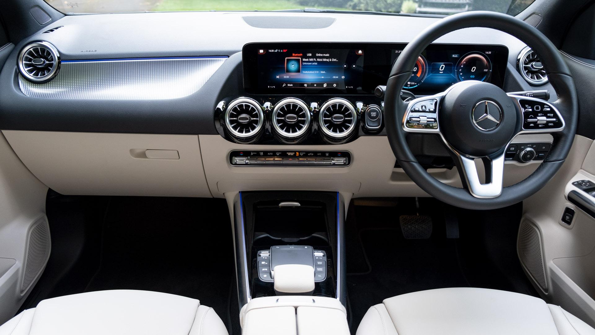Mercedes EQA cabin look