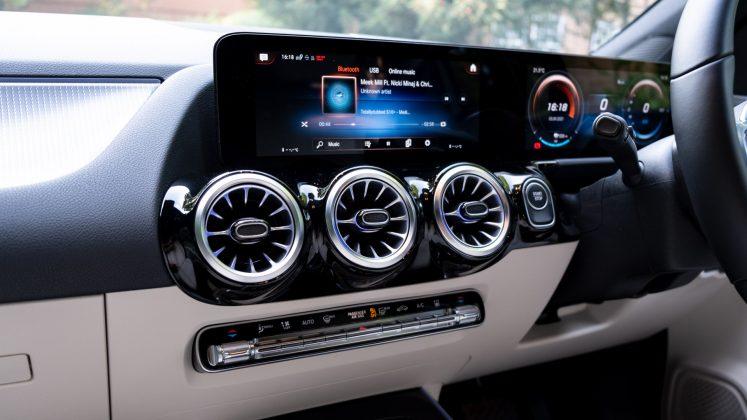 Mercedes EQA dashboard