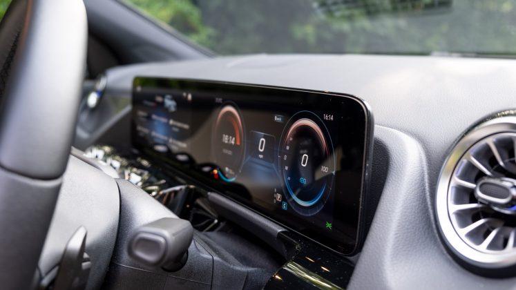 Mercedes EQA display
