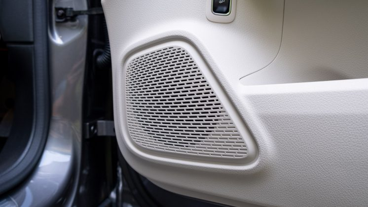 Mercedes EQA speaker